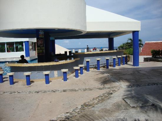 Solymar Beach & Resort: pool bar