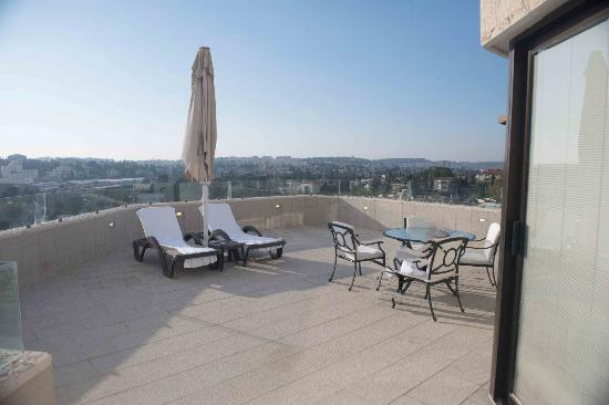 Inbal Jerusalem Hotel: Huge deck overlooking the Old City
