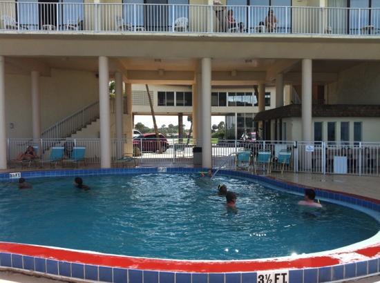 Makai Beach Lodge: Pool