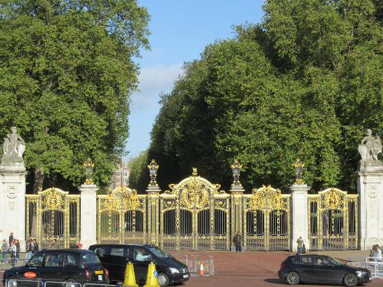 Golden Doors Picture Of Buckingham Palace London Tripadvisor