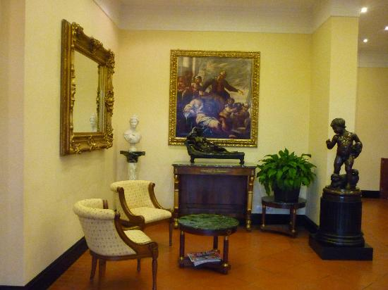 Hotel President: the foyer