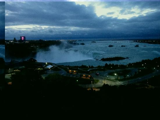 Niagara Falls Marriott Fallsview Hotel & Spa: The fine line between in between dawn to morning.