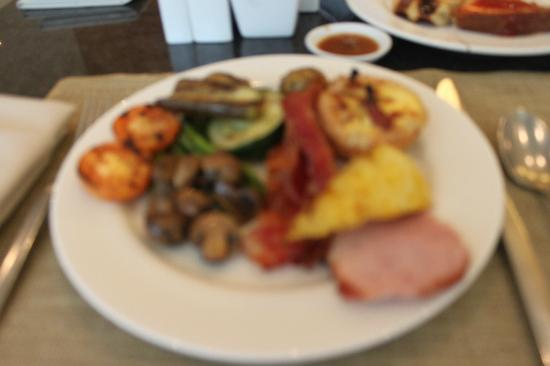 Manila Marriott Hotel: Mediterranean for breakfast..