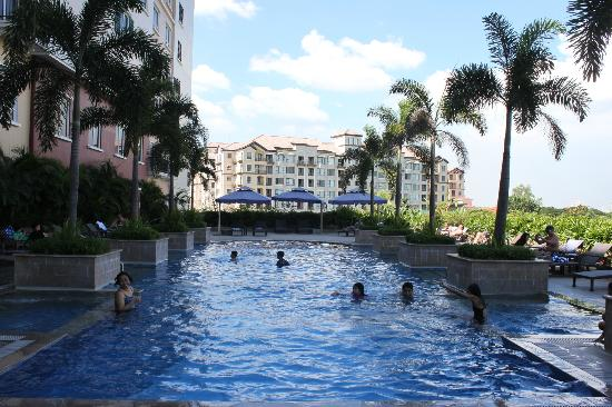 Manila Marriott Hotel: little pool!