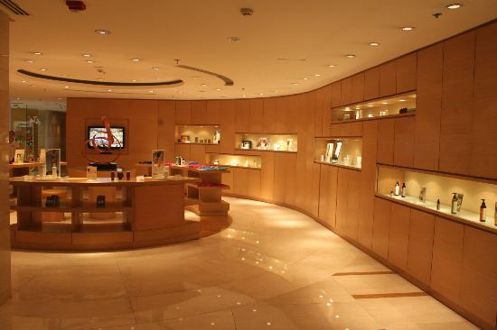 Manila Marriott Hotel: shop leading to the Quan Spa