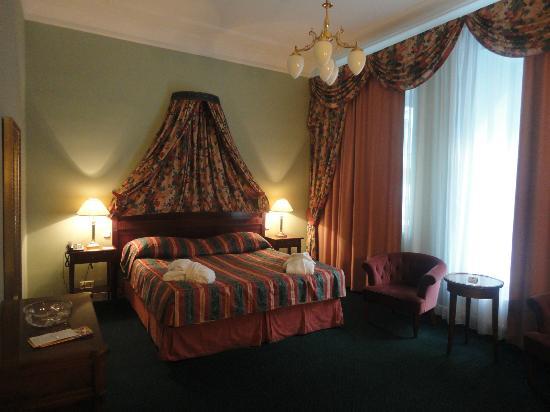 Hotel Liberty: Une partie de la chambre car nous avions aussi un salon