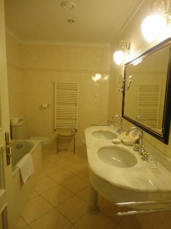Hotel Liberty: la salle de bain au charme désuet