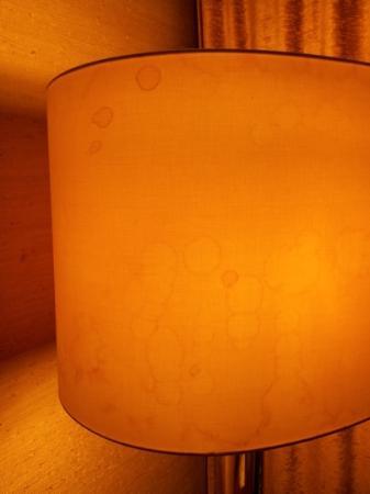 Bären Hotel: Lampenschirm im Zimmer