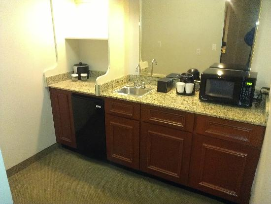Embassy Suites by Hilton Tampa - Airport/Westshore: frig, microwave and coffee maker