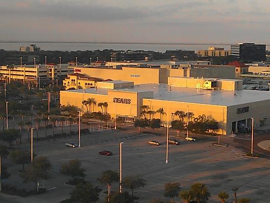 امباسي سويتس هوتل تامبا - إيربورت ويستشور: mall. movie theater across the street