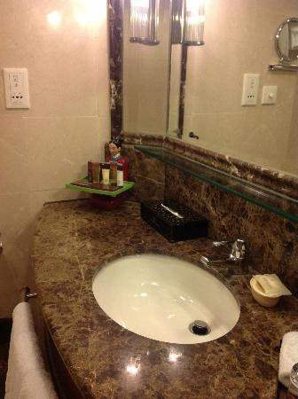 The Great Wall Hotel: Bathroom