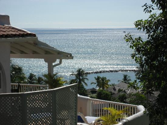 Windjammer Landing Villa Beach Resort : From along the way down the beach