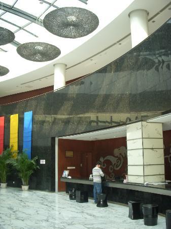 Days Hotel Lianyungang: フロント01