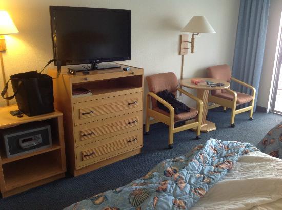 Kon Tiki Inn: Room is dated but has newer TV 