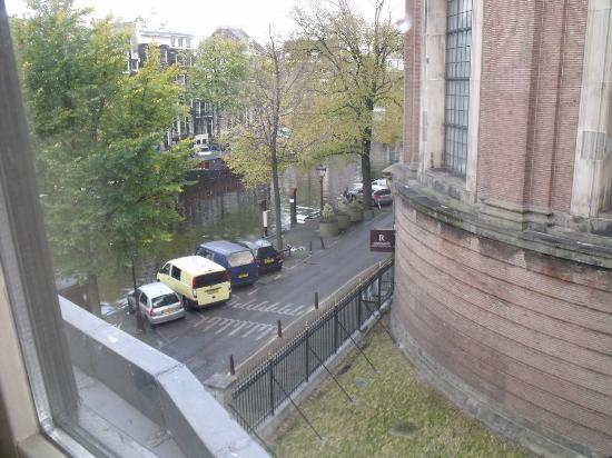 Singel Hotel Amsterdam: View from room on 3rd floor.