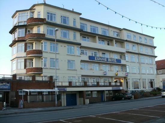 Expanse Restaurant: The Expanse Hotel