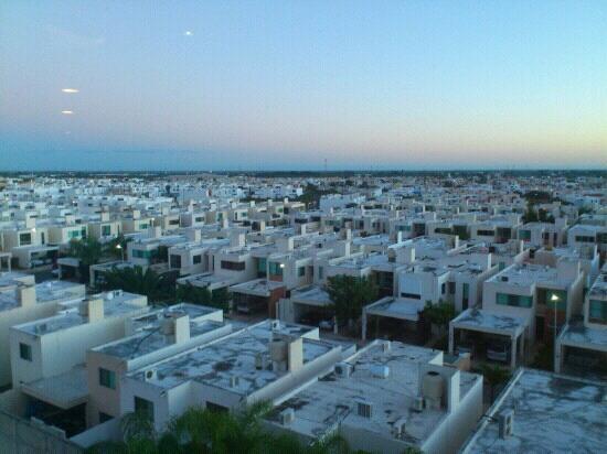 Mision Express Merida Altabrisa: vista desde el quinto piso a la ciudad por la mañana