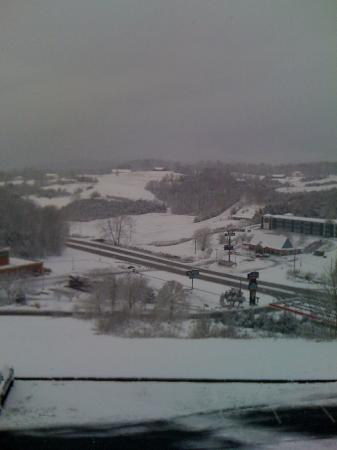 Howard Johnson Inn Lexington: view from our room in March 2012