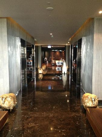 SO Sofitel Bangkok: Lobby area