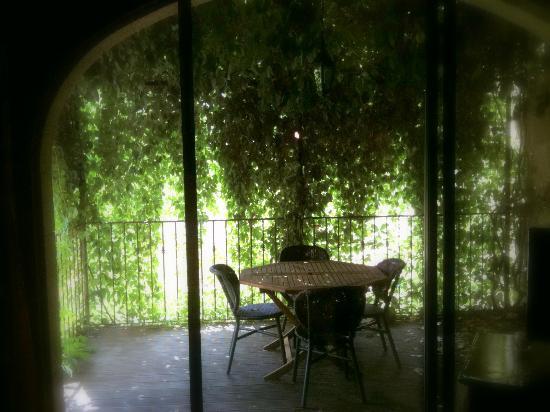 Lamaison-Uzes : terrasse Coquelicot