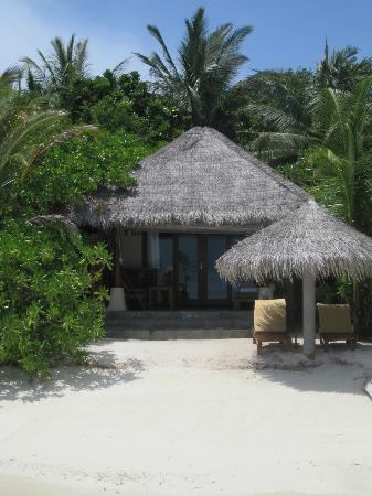 Baros Maldives : View of Beachfront Bungalow