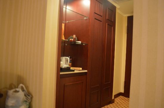 Hotel Borobudur Jakarta: minibar