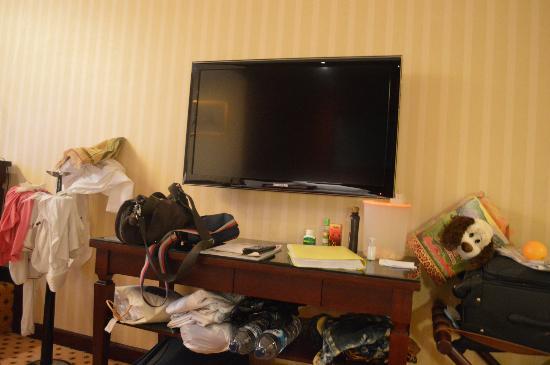 Hotel Borobudur Jakarta: LCD TV