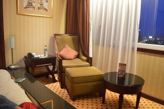 Hotel Borobudur Jakarta: comfortable seats!
