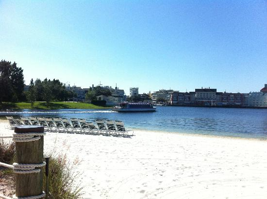 Disney S Yacht Club Resort Beach And Lake At Hotel