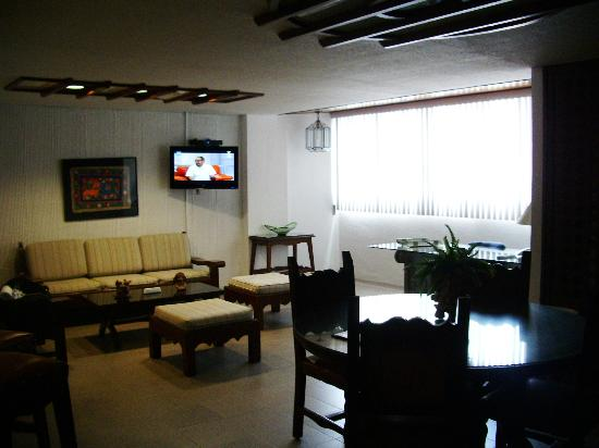 Amberes Suites: Living Room