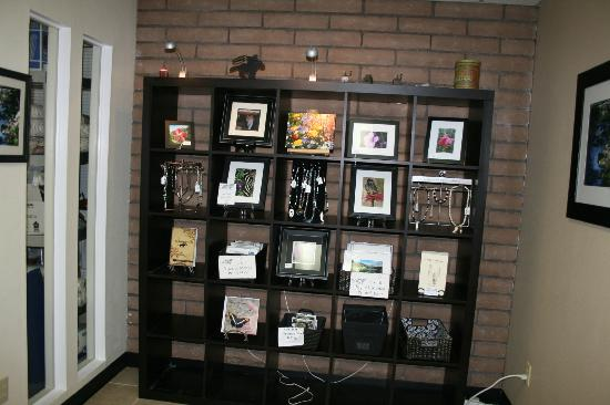 The Pony Expresso: Setting up the gallery area