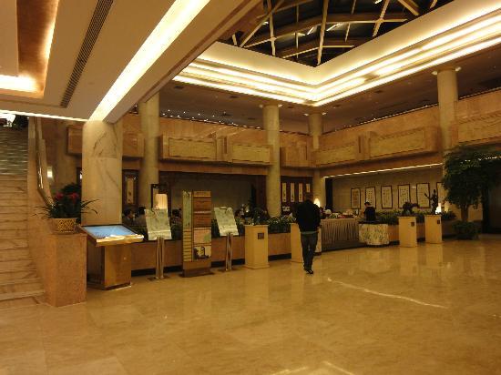 Rainbow Hotel: lobby