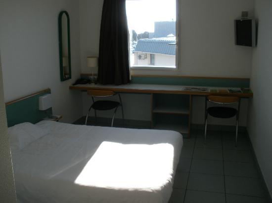 B&B Hotel La Rochelle Centre : La chambre