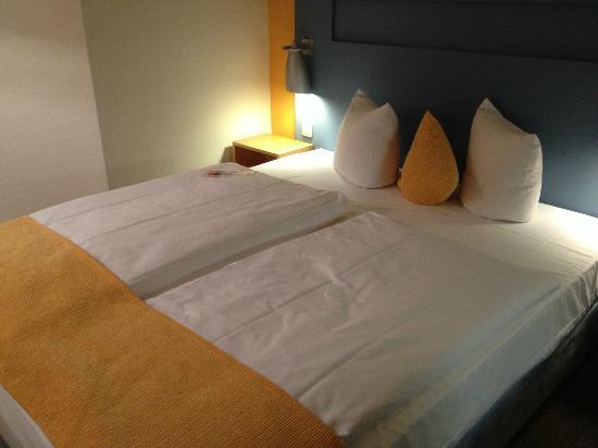Mercure Hotel Düsseldorf City Nord: Bett