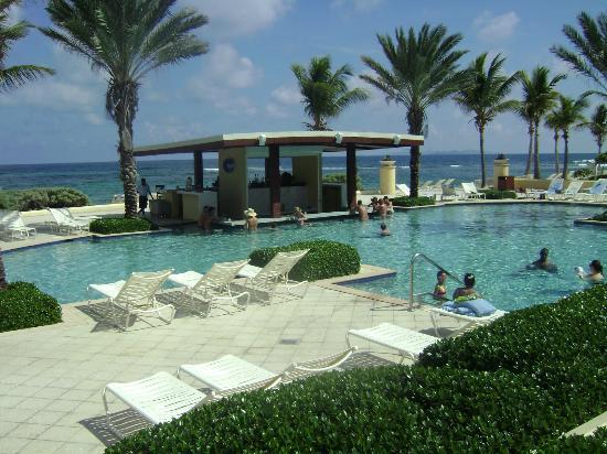 The Westin Dawn Beach Resort & Spa, St. Maarten: swim up bar