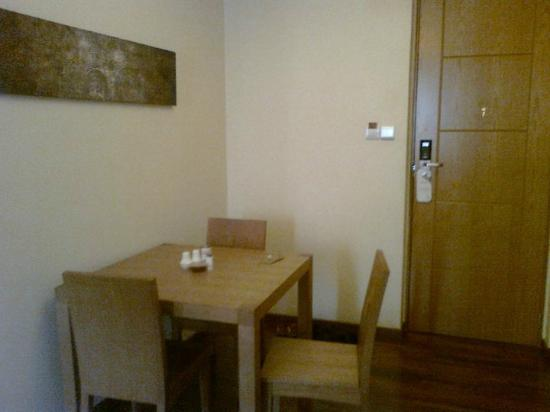 Reata Serviced Apartments: dining