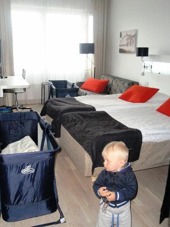 Scandic Julia: Our room with two extrabeds.