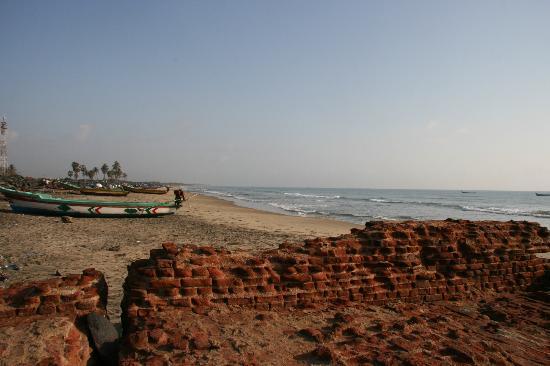 Neemrana's Bungalow on the Beach: на берегу