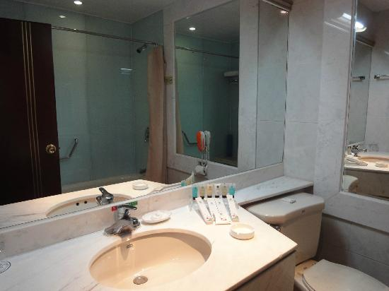 Jing'an Peony Plaza: bathroom