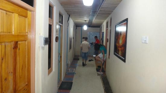 Guraidhoo Corner : Aisle