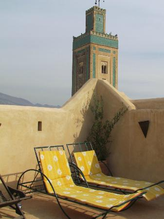 Dar Mia: Roof terrace and nearby minaret