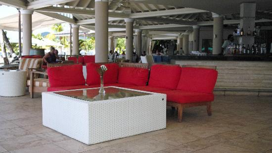 Rendezvous Resort: Bar area