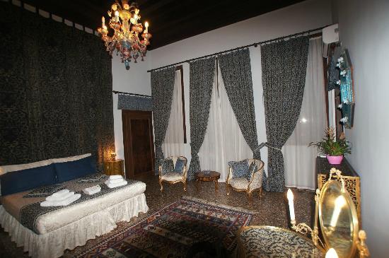 La Porta D'Oriente B&B: Bedroom (Veneziana)