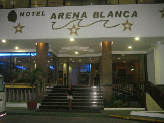 Hotel Arena Blanca: entrada hotel