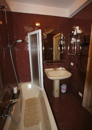 La Porta D'Oriente B&B: Bathroom