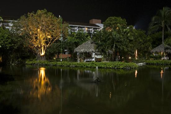 Melia Puerto Vallarta All Inclusive: Toma Nocturna del spa