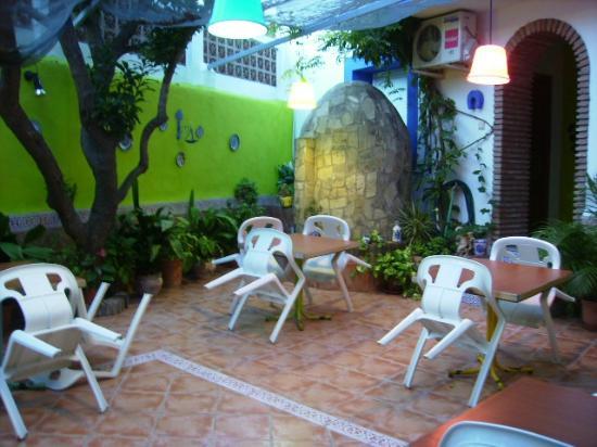 Pension La Herradura: Garden Courtyard