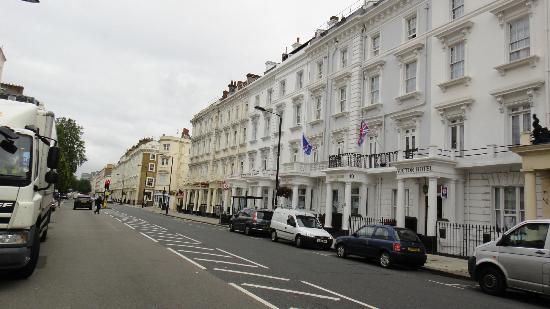 Huttons Hotel: Posizione dell'hotel sempre dritti per Victoria Station
