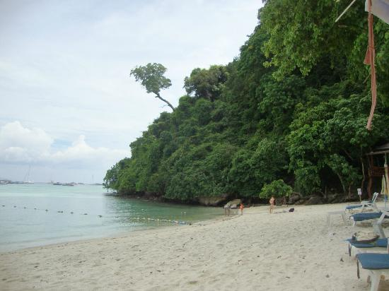 PP Nice Beach Resort: far end of Tonsai Beach