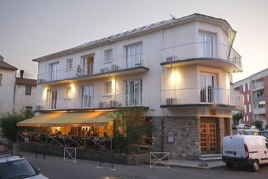 Inter Hotel Le Grillon d'Or: Exterior View